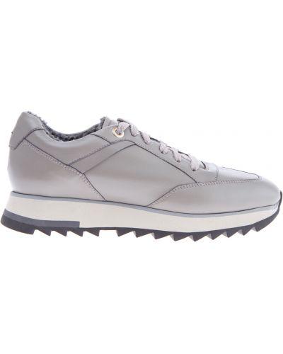 e01021e94d7a Женские кроссовки с нашивками - купить в интернет-магазине - Shopsy