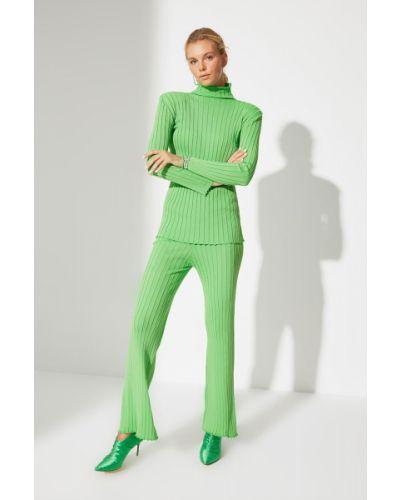 Zielony garnitur Trendyol