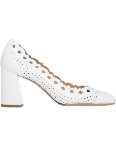 Кожаные туфли с перфорацией на каблуке Giorgio Fabiani