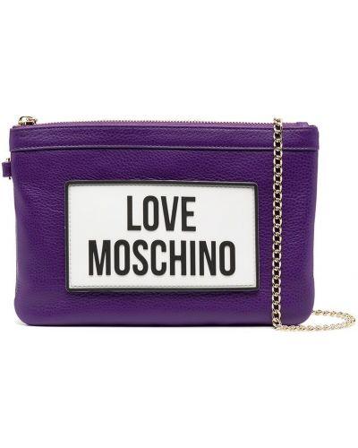 Fioletowa sprzęgło na łańcuchu skórzana z printem Love Moschino