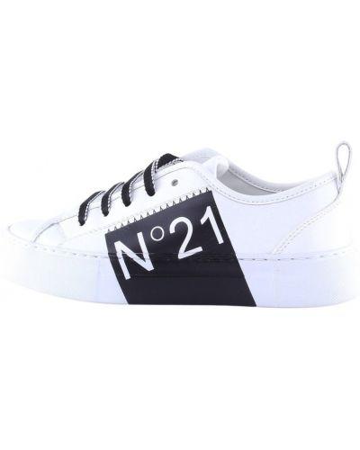 Białe sneakersy N°21