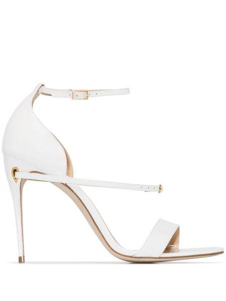 Белые кожаные сандалии с пряжкой на каблуке Jennifer Chamandi
