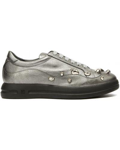 Серебряные кожаные кроссовки Ballin