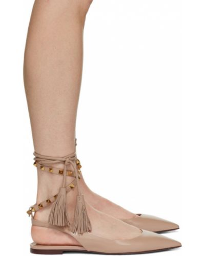 Розовые с ремешком кожаные балетки Valentino Garavani