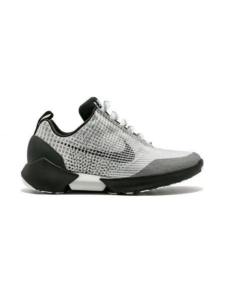 Деловые серебряные кроссовки из микрофибры на шнуровке Nike