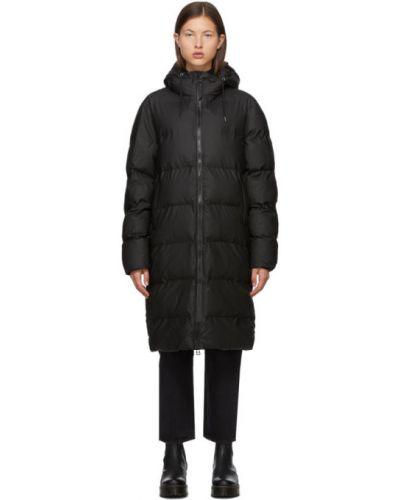 С рукавами черная утепленная длинная куртка Rains