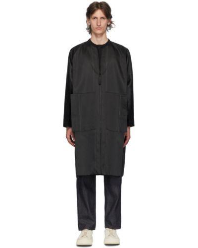 Czarny długi płaszcz z długimi rękawami srebrny 132 5. Issey Miyake
