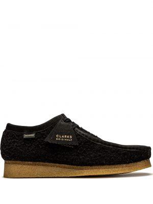 Черные туфли на шнуровке с нашивками Clarks