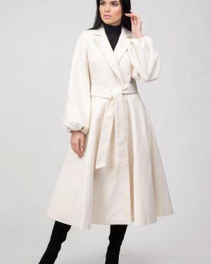Белое пальто с капюшоном Raslov