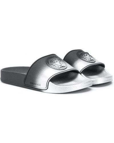 Открытые черные шлепанцы с открытым носком без застежки Young Versace