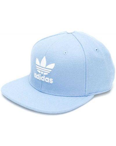 Синяя кепка с логотипом Adidas