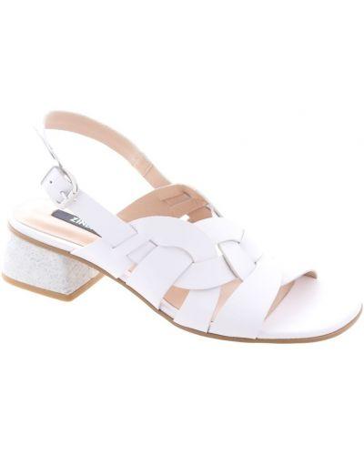 Białe sandały Zinda