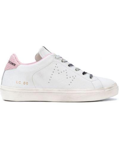 Белые кроссовки со змеиным принтом Leather Crown
