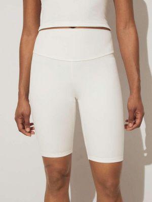 Белые шорты Oysho