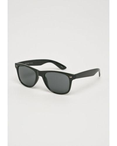 Солнцезащитные очки черные Selected