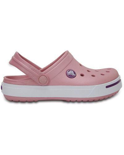 Розовые с ремешком пляжные шлепанцы Crocs