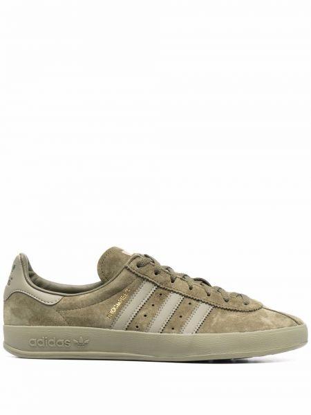 Зеленые кроссовки с нашивками Adidas