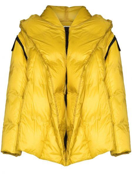 С рукавами желтая нейлоновая куртка с перьями Issey Miyake
