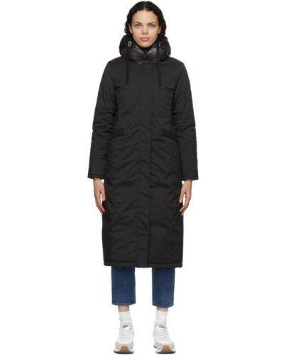 Satynowy czarny płaszcz z kapturem Kanuk