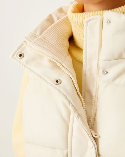 Жилетка с карманами - белая Sela
