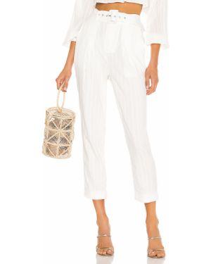 Białe spodnie z paskiem Camila Coelho