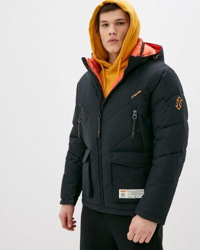 Черная утепленная короткая куртка Qwentiny