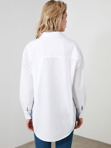 Белая блузка с длинными рукавами с воротником Trendyol