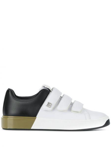 Белые кожаные кроссовки с заплатками круглые Balmain
