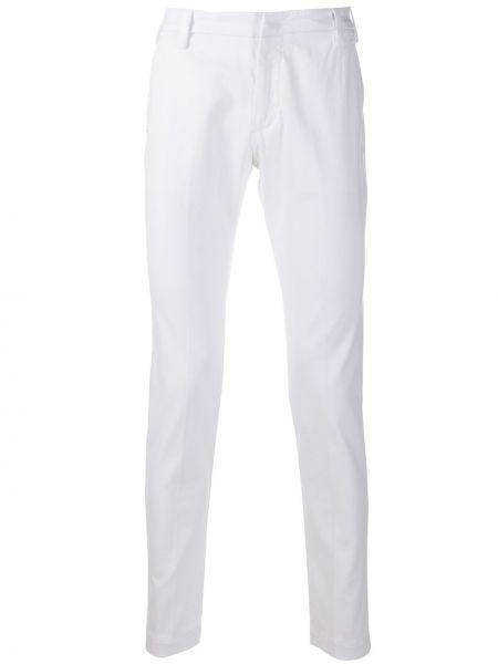 Хлопковые белые брюки чиносы с поясом узкого кроя Entre Amis