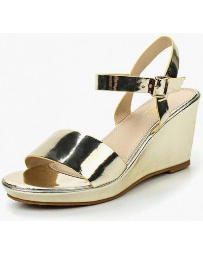 Босоножки на каблуке лаковые Mirambo