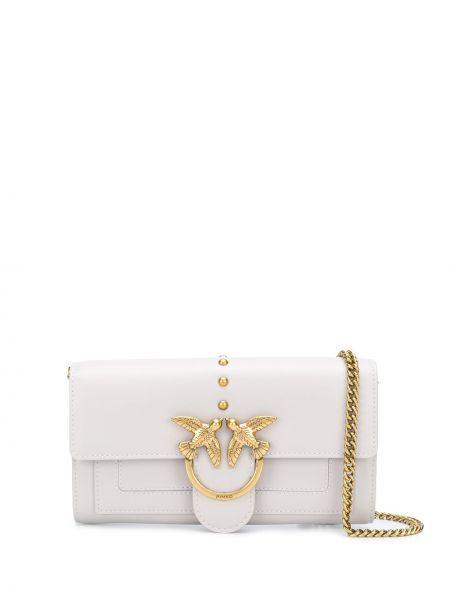 С ремешком белая кожаная сумка на цепочке Pinko