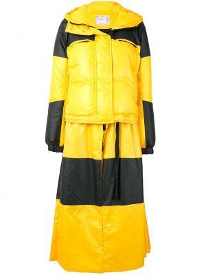Прямой желтый пуховик с капюшоном Sacai
