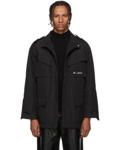 Czarna długa kurtka z długimi rękawami zapinane na guziki Xander Zhou