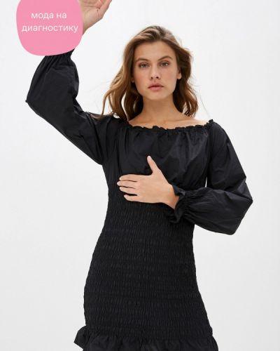 Черное платье с открытыми плечами Befree