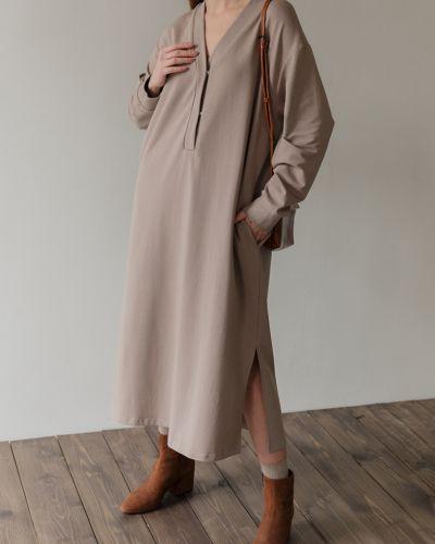 Трикотажное платье - бежевое черешня