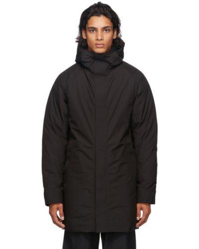 Czarny długi płaszcz z długimi rękawami prążkowany z mankietami Norse Projects