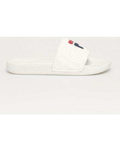 Białe sandały na obcasie Fila