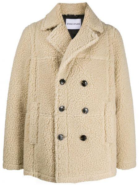 С рукавами бежевое длинное пальто двубортное с карманами Stand