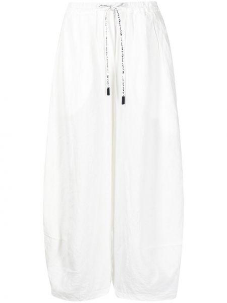 Белые укороченные брюки с карманами на шнуровке Rundholz