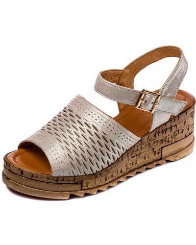 Бежевые кожаные сандалии на каблуке Pandora