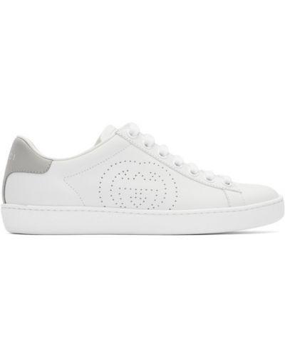 Biały skórzane sneakersy perforowany na sznurowadłach okrągły Gucci