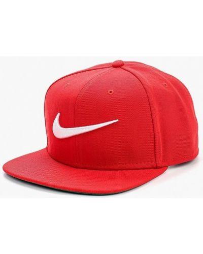 Красная бейсболка Nike