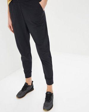 Спортивные брюки черные весенний Nike