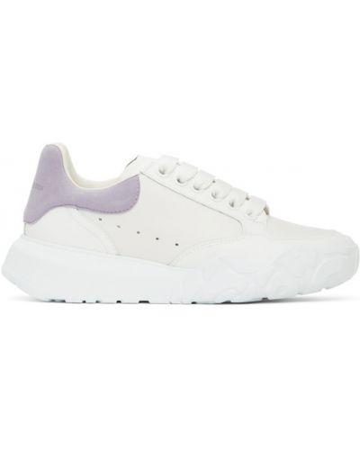 Белые кроссовки на каблуке на шнурках Alexander Mcqueen