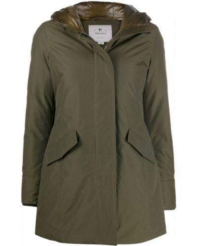 С рукавами зеленое пальто с капюшоном с перьями на молнии Woolrich