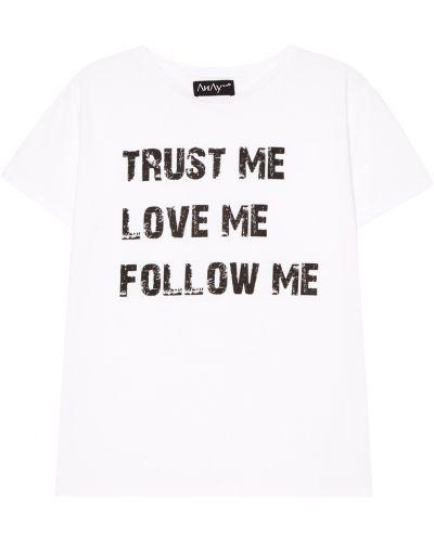 С рукавами белая футболка с надписью ли-лу