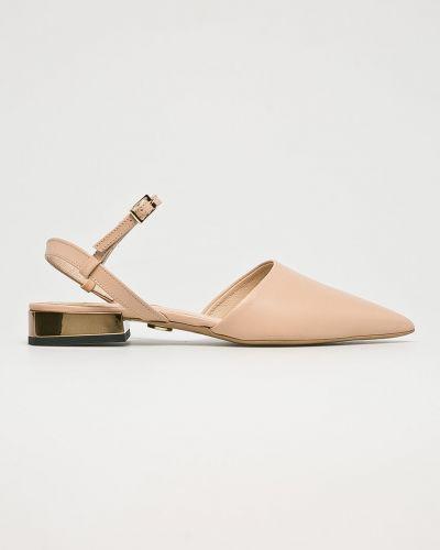 Бежевые сандалии кожаный Baldowski