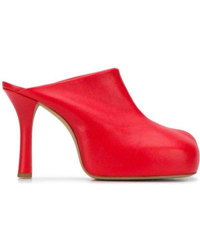 Красные кожаные мюли на каблуке оверсайз Bottega Veneta