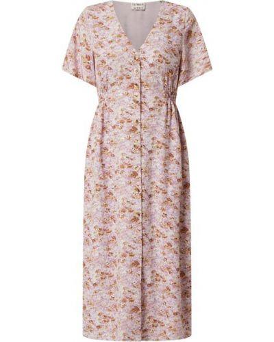 Fioletowa sukienka rozkloszowana z wiskozy z dekoltem w serek Catwalk Junkie