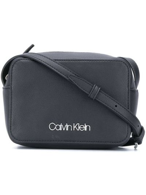 Черная сумка через плечо на молнии Calvin Klein